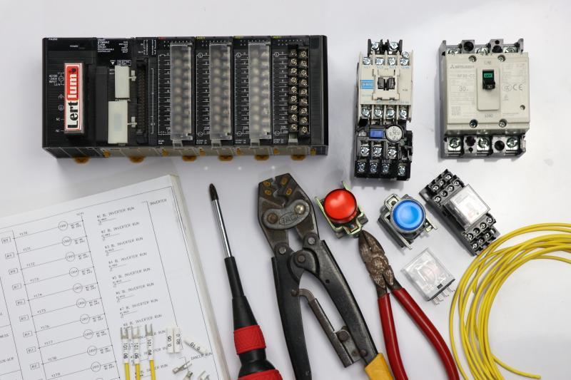 ตอนที่ 2 การใช้งาน PLC เบื้องต้น เรื่องการแบ่งชนิดของ PLC จากโครงสร้างภายนอก
