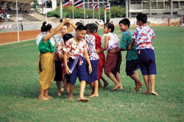 รีรีข้าวสาร การละเล่นของไทย
